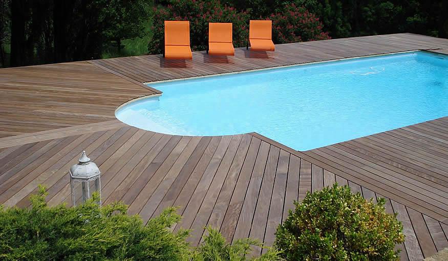 Piscine et terrasse en parquet d'ipé