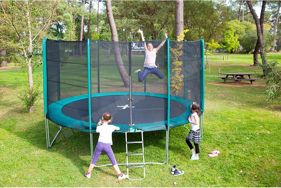 le trampoline un cadeau id al pour vos enfants jardin deco. Black Bedroom Furniture Sets. Home Design Ideas